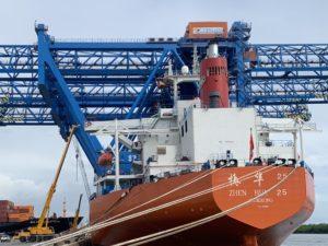 Super Post-Panamax container gantry cranes